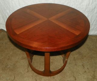Round Walnut End Table Side Table by Lane (T70)