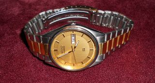 Seiko Quartz Wristwatch   Mens Two Tone Day/Date Water Resistant Watch