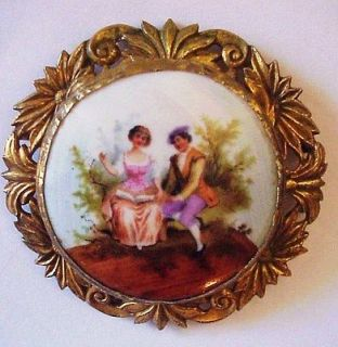 ANTIQUE LARGE PORCELAIN CAMEO ROMANTIC COUPLE SCENE FRENCH BROOCH PIN