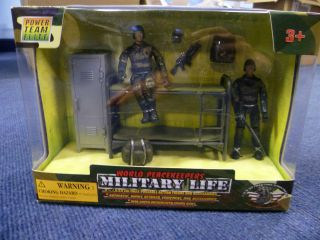 World Peacekeepers Military Life   Bunk Beds & Locker, Figures