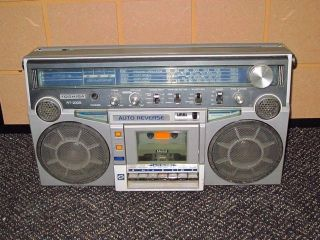 Thoshiba Cassette Radio AM FM RT 200S Stereo Recorder 80S