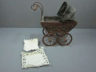 vintage baby carriage in Baby Carriages & Buggies