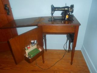1934 Singer Sewing Machine in Cabinet with foot pedal Antique