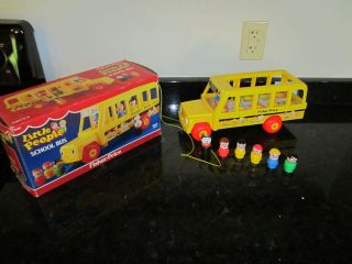 VTG Fisher Price Little People School Bus 6 Figures Dog Mommy Daddy