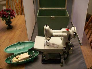 White 1964 Singer Featherweight Sewing Machine Model CAK8 8