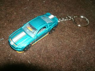 2010 FORD MUSTANG SHELBY GT500 SUPER SNAKE DIECAST MODEL CAR KEYCHAIN