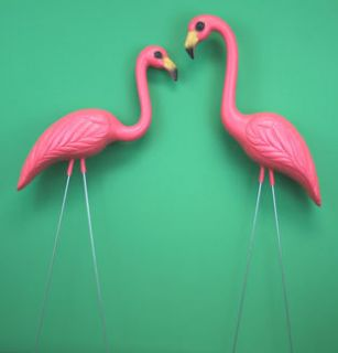 PINK PLASTIC FLAMINGOS YARD LAWN ORNAMENT FLAMINGOES