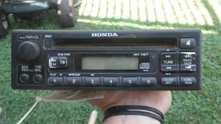 99 00 HONDA ODYSSEY OEM RADIO RECEIVER TUNER CD PLAYER IN DASH 39100