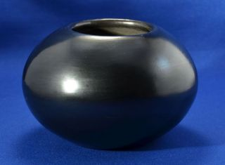 Authentic maria martinez pueblo pottery bowl signed maria for Affordable pools pearl river la