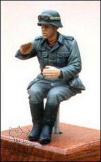 & Wolf 1/35 German Soldier Seated in Field Grey Uniform WW2 GH18