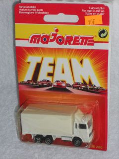 Majorette TEAM 200 Series   No Number COE Box Truck   White w/ No