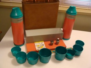 Universal Thermos Cased Picnic Set w/Thermoses   Classic Car/Rat Rod