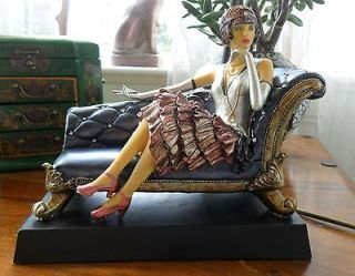 LADY ON A CHAISE LONGUE SEAT TABLE DESK TIFFANY AMBER LILLY LAMP LIGHT