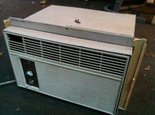 White Westinghouse Air Conditioner A/C Window Unit   5100 BTU