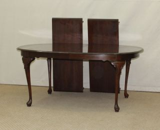 Ethan Allen Georgian Court Cherry Queen Anne Dining Table w 2 Leaves