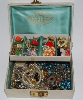 VINTAGE ESTATE JEWELRY BOX LOT RHINESTONE ANTIQUE PIECES FUN LOT