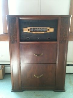 VINTAGE ANTIQUE MAJESTIC RECORD PLAYER AM FM RADIO CONSOLE TUBES