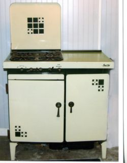 ANTIQUE ENAMEL GAS KITCHEN MAGIC CHEF STOVE GREEN IVORY PICK UP ONLY