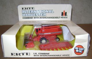 Combine w/Corn & Grain Heads 1/80 Ertl 1987 #408 toy CIH IHC