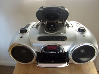 DURABRAND CD player cassette AM/FM radio portable player. LQQK