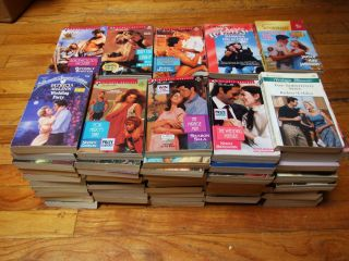 LOT OF 100 HARLEQUIN PRESENTS SILHOUETTE ROMANCE PAPERBACK BOOKS