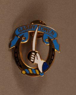 US Army 7th Calvary GarryOwen Garry Owen Pin Gold Tone Enamel