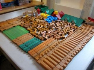 BIG LOT OF WOOD LINCOLN LOGS AND / OR TIMBER LOG PARTS 175+/  PIECES