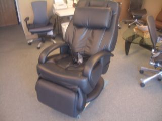 Black HT 7120 Human Touch Thermostretch Massage Chair