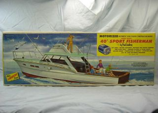Lindberg Line Motorized Chris Craft 40 Sport Fisherman Boat Model