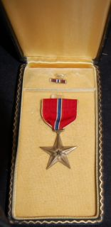 World War 2 WW II Bronze Star Medal with issue Box & Pin Ribbon VERY