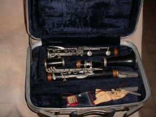 CONN 17 CLARINET WITH CASE SILVER BURDETT VOL 1 2 MUSIC BOOKS