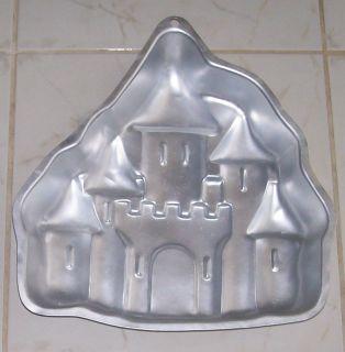 WILTON INDUSTRIES 1998 ENCHANTED CASTLE PRINCESS BAKING CAKE PAN