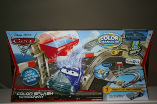 DISNEY PIXAR CARS 2 COLOR CHANGERS TRACK SET SPLASH SPEEDWAY + FINN