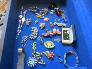 Very nice vintage costume jewelry/Includes watches, brooches, earrings