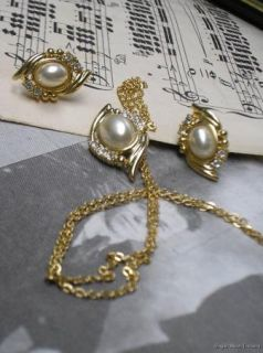 Vintage Demi Parure NOS Rhinestone & Faux Pearl Earrings & Necklace