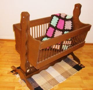 BEAUTIFUL VINTAGE WOOD ROCKING CRADLE w Detachable STAND for BABY FREE