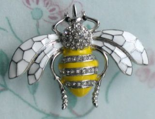 VINTAGE STYLE YELLOW ENAMEL CRYSTAL BEE BUG WHITE WING BROOCH PIN