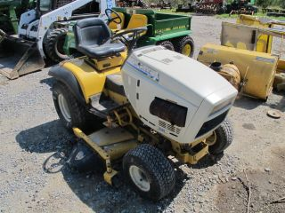 CUB CADET 2086 LAWN & GARDEN TRACTOR WITH 48 MOWER DECK & 42