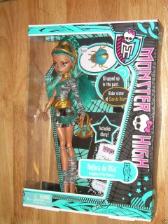 NIB Mattel MONSTER HIGH Mummy Doll NEFERA DE NILE With AZURA BEETLE