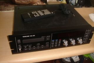 TEAC TASCAM DA 30 DIGITAL AUDIO TAPE DECK IN EXCELLENT CONDITION