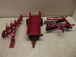ERTL INTERNATIONAL TRACTOR FARM TOY COLLECTION PARTS OR REPAIR