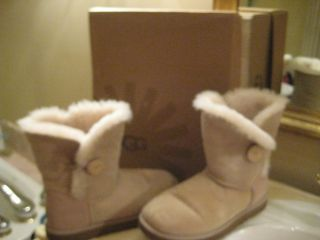 UGG Womens Bailey Button Sand Winter Boots Size 9