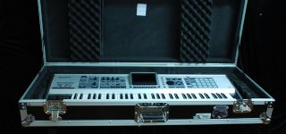 Roland Fantom x6 Synthesizer Keyboard with Pro Road Ready Case Nice No