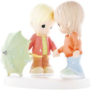 New Precious Moments Figurine Umbrella Rain Couple ☆