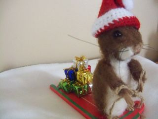 OOAKARTIST MOUSE ON SLED/PRESENTS MINIATURE NEEDLE FELTED BY