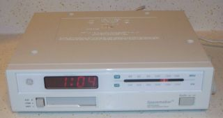 GE Spacemaker Under Cabinet Clock Radio Cassette Player Model 7 4262A
