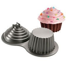 Wilton Dimensions Giant Cupcake Cake Pan Mold 3D