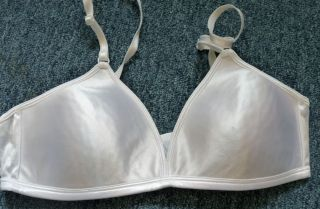 Ladies Womens Girls White Bra Size 36A by Vassarette