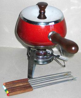 Red Porcelain Enamel Aluminum 2 Qt Fondue Pot Set 6 Forks Wood Handl