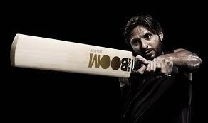 SIGNATURE 5 STAR ENGLISH WILLOW CRICKET BAT AS USED BY SHAHID AFRIDI